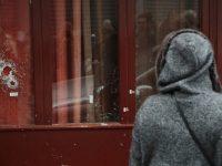2738287 14.11.2015 Поврежденные стекла в витрине ресторана Le Carillon в Париже, где произошел один из серии терактов. Кристина Афанасьева/РИА Новости